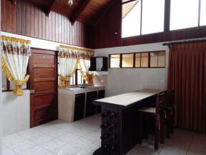 Apartamento En Alquileren Sabanilla, Montes De Oca, Costa Rica, CR RAH: 20-750