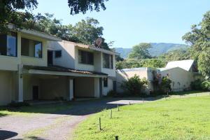 Casa En Ventaen Brasil De Santa Ana, Santa Ana, Costa Rica, CR RAH: 20-855