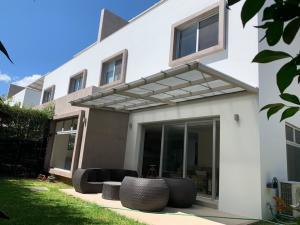 Casa En Ventaen Pozos, Santa Ana, Costa Rica, CR RAH: 20-902