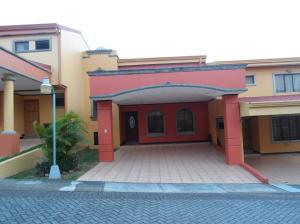 Casa En Ventaen Sabanilla, Montes De Oca, Costa Rica, CR RAH: 20-916