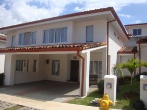 Casa En Ventaen Ciudad Colon, Mora, Costa Rica, CR RAH: 20-1040