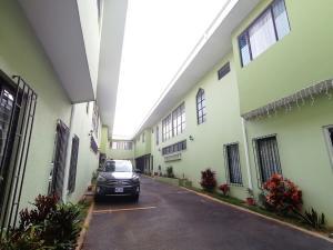 Apartamento En Alquileren Tibas, Tibas, Costa Rica, CR RAH: 20-1047