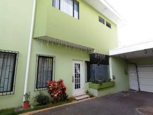 Apartamento En Alquileren Tibas, Tibas, Costa Rica, CR RAH: 20-1048
