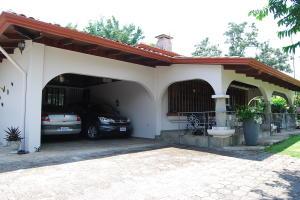 Casa En Ventaen Garita, Alajuela, Costa Rica, CR RAH: 20-1303