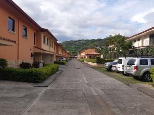 Casa En Alquileren Pozos, Santa Ana, Costa Rica, CR RAH: 20-1355