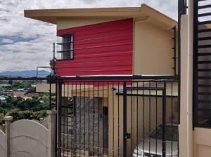 Casa En Ventaen Santo Domingo, Santo Domingo, Costa Rica, CR RAH: 20-1383