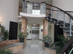Apartamento En Alquileren Rio Oro, Santa Ana, Costa Rica, CR RAH: 20-1430