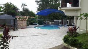 Apartamento En Alquileren Laureles, Escazu, Costa Rica, CR RAH: 20-1448