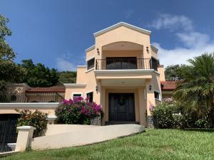 Casa En Alquileren La Guacima, Alajuela, Costa Rica, CR RAH: 20-1520