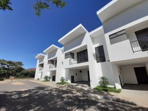 Casa En Alquileren Pozos, Santa Ana, Costa Rica, CR RAH: 22-363