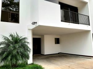Apartamento En Alquileren Santa Ana, San Jose, Costa Rica, CR RAH: 20-1105