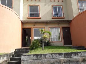 Casa En Alquileren Piedades, Santa Ana, Costa Rica, CR RAH: 20-1651