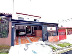 Casa En Ventaen Guadalupe, Goicoechea, Costa Rica, CR RAH: 20-1664