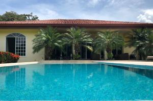 Casa En Alquileren Esterillos Este, Garabito, Costa Rica, CR RAH: 20-1702