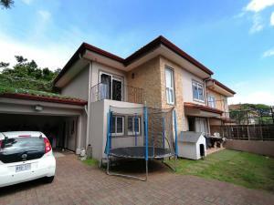 Casa En Ventaen Rio Oro, Santa Ana, Costa Rica, CR RAH: 20-1637