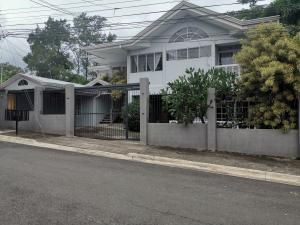 Casa En Ventaen Santa Ana, Santa Ana, Costa Rica, CR RAH: 20-1754