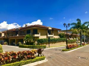 Casa En Ventaen San Rafael Escazu, Escazu, Costa Rica, CR RAH: 20-1794