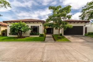 Casa En Ventaen Santa Ana, Santa Ana, Costa Rica, CR RAH: 20-1799