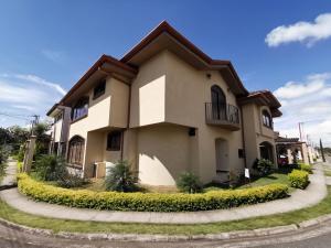 Casa En Ventaen Quebradilla, Cartago, Costa Rica, CR RAH: 20-1807