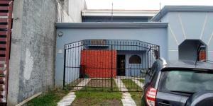 Casa En Ventaen Pinares, Curridabat, Costa Rica, CR RAH: 20-1875