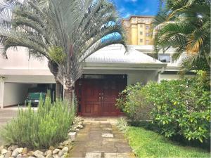 Casa En Ventaen San Rafael Escazu, Escazu, Costa Rica, CR RAH: 20-2036