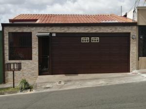 Casa En Ventaen Curridabat, Curridabat, Costa Rica, CR RAH: 20-2099