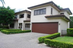 Casa En Ventaen Santa Ana, Santa Ana, Costa Rica, CR RAH: 20-2106
