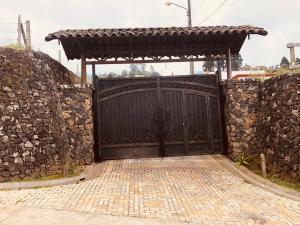 Terreno En Ventaen Pacayas, Alvarado, Costa Rica, CR RAH: 21-33