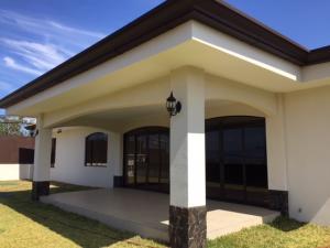 Casa En Ventaen San Isidro, San Isidro, Costa Rica, CR RAH: 21-120