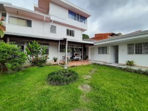 Oficina En Alquileren Montes De Oca, Montes De Oca, Costa Rica, CR RAH: 21-131