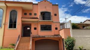 Casa En Ventaen San Rafael, Escazu, Costa Rica, CR RAH: 21-130