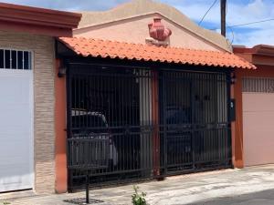 Casa En Ventaen Desamparados, Alajuela, Costa Rica, CR RAH: 21-133