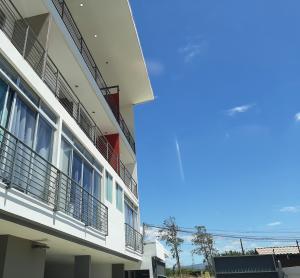 Apartamento En Alquileren Santa Ana, Santa Ana, Costa Rica, CR RAH: 21-159