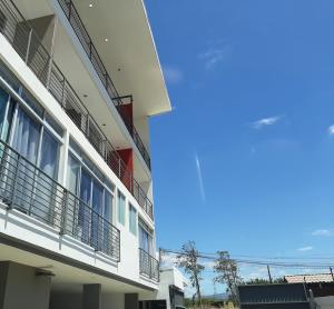 Apartamento En Alquileren Santa Ana, Santa Ana, Costa Rica, CR RAH: 21-173