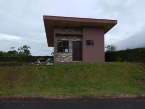 Casa En Alquileren La Fortuna, San Carlos, Costa Rica, CR RAH: 21-207