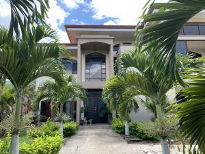 Casa En Ventaen Piedades, Santa Ana, Costa Rica, CR RAH: 21-245