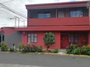 Casa En Ventaen San Miguel, Desamparados, Costa Rica, CR RAH: 21-264