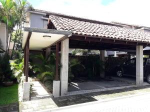 Casa En Ventaen Pozos, Santa Ana, Costa Rica, CR RAH: 21-239