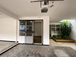 Apartamento En Alquileren Rohrmoser, Pavas, Costa Rica, CR RAH: 21-242