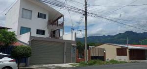 Edificio En Ventaen Hatillo Centro, San Jose, Costa Rica, CR RAH: 21-381