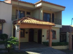 Casa En Ventaen San Francisco De Heredia, Heredia, Costa Rica, CR RAH: 21-395