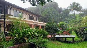 Apartamento En Alquileren Piedades, Santa Ana, Costa Rica, CR RAH: 21-424