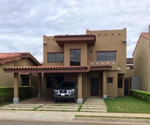 Casa En Ventaen San Joaquin De Flores De Heredia, Flores, Costa Rica, CR RAH: 21-417