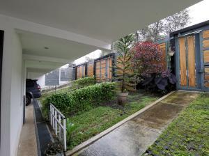 Apartamento En Alquileren San Rafael, Montes De Oca, Costa Rica, CR RAH: 21-434