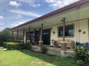 Casa En Ventaen Santo Domingo, Santo Domingo, Costa Rica, CR RAH: 21-436