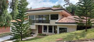 Casa En Ventaen Guachipelin, Escazu, Costa Rica, CR RAH: 21-510