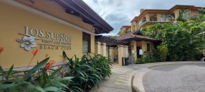 Casa En Ventaen Jaco, Garabito, Costa Rica, CR RAH: 21-525