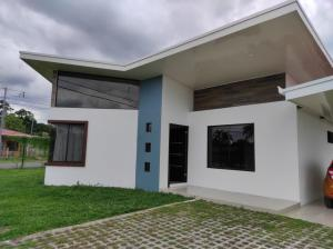 Casa En Ventaen Guapiles, Pococi, Costa Rica, CR RAH: 21-538