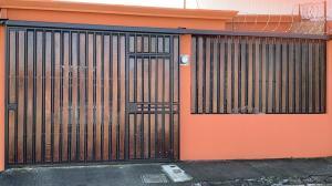 Casa En Ventaen San Antonio, Desamparados, Costa Rica, CR RAH: 21-540