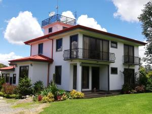 Casa En Ventaen San Nicolas, Cartago, Costa Rica, CR RAH: 21-543